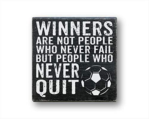 Maxwell546 Winners Are Not People Who Never Fail But People Who Never Quit Calcio, Decorazione sportiva, Citazione sportiva, Calcio, Agriturismo, Decorazione da parete, Cartello in legno, cartello di allarme con citazione rustica