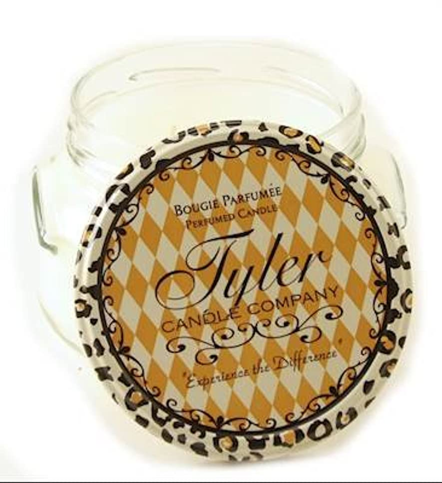 カニ信号振動するUNPRECEDENTED Tyler 330ml Medium Scented Jar Candle