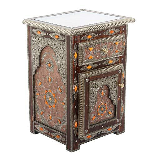 Casa Moro Marokkanische Kommode Ayleen aus Echtholz 47x40x68 cm (B/T/H) schmal mit Metallapplikationen & Glasplatte | Kunsthandwerk | Orientalischer Holzschrank Vintage Nachttisch | MO4095