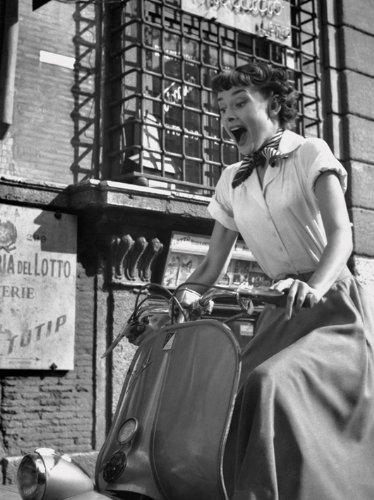 Pyramid International - Stampa su Tela, Motivo: Audrey Hepburn in Vespa, 60 x 80 cm