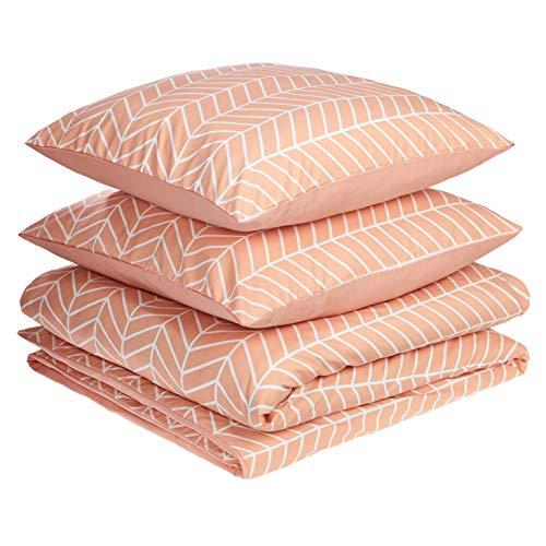 AmazonBasics - Juego de fundas de edredón y almohada de microfibra premium (240 x 220 cm / 65 x 65 cm), rosa anaranjado chevrón