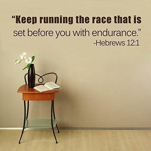 Calcomanía de pared con hebreos 12:1 – Sigue corriendo la carrera que está configurada antes de ti con resistencia. Vinilo adhesivo para pared, diseño de versículo de la Biblia (color marrón oscuro, 35,5 x 145 cm)