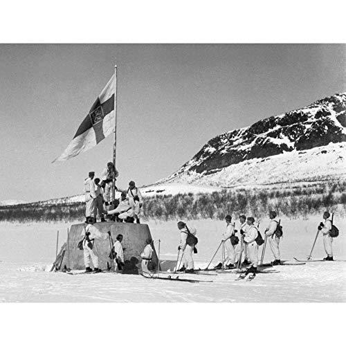 Oinonen Lapland Oorlog 1945 Finse soldaten verhogen vlag foto ingelijst muur Art Print