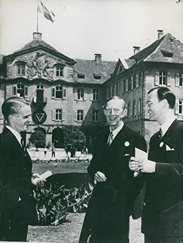 Fotomax Vintage Photo of The Institute of International Youth Institute Jan Löfkvist, in Collaboration with Prince Wilhelm and Lennart Bernadotte During a Break in The Ceremonies of Mainau