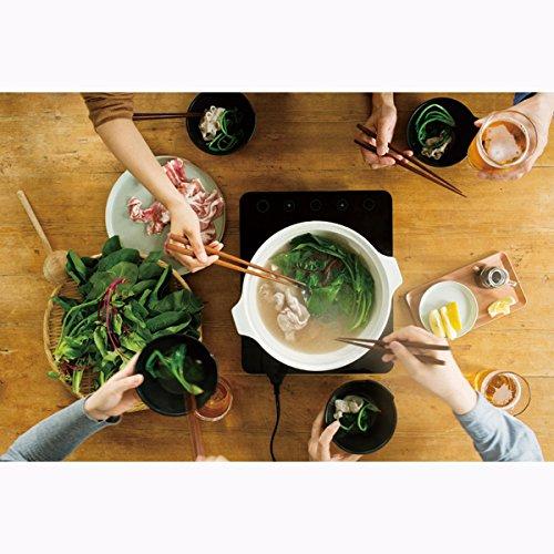 """KINTOの「KAKOMI」は、洗練されたデザインもさることながら、""""蒸す・煮る・炊く""""の調理法ができるオールマイティーな土鍋です。直火はもちろん、IH・電子レンジ・オーブンにも対応しています。"""