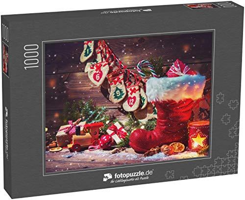 fotopuzzle.de Puzzle 1000 Teile Weihnachtshintergrund. Adventskalender und Weihnachtsschuh mit Geschenken auf rustikalem Holztisch