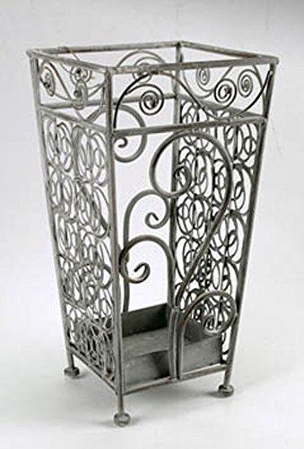 Idea casa arredamento: serie in metallo decorato per soggiorno o ingresso composta da portaombrelli tondo, portaombrelli quadrato, angoliera a tre o quattro ripiani, scaffale entratina a tre o quattro ripiani (portaombrelli quadrato)