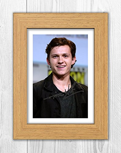 Tom Holland - Spiderman - Avengers Infinity War 1 SP - Signed Autograph Reproduction Photo A4 Print(Oak Frame)