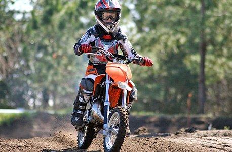 Jochen Schweizer Geschenkgutschein: Motocross-Schnupperkurs für Kinder bei Deggendorf