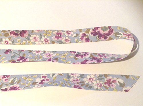 Bleu avec fleurs violettes Biais. Ce est Coupé à partir d'un rouleau et est disponible en 2 m X 30 mm