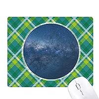 暗黒銀河の青い星雲 緑の格子のピクセルゴムのマウスパッド