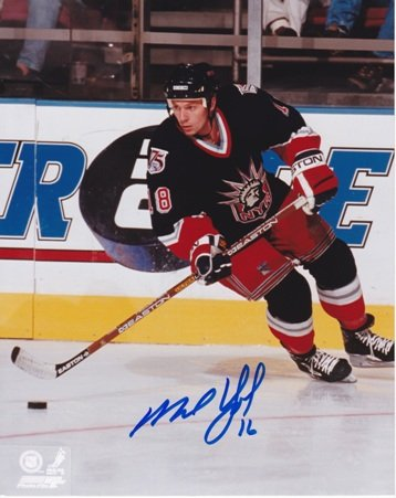 Mike York Signed - Autographed New York Rangers 8x10 inch Photo