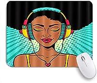 NIESIKKLAマウスパッド アフリカのアフロ女性は音楽の女の子のヘッドフォンを聞く ゲーミング オフィス最適 高級感 おしゃれ 防水 耐久性が良い 滑り止めゴム底 ゲーミングなど適用 用ノートブックコンピュータマウスマット