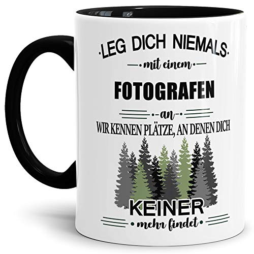 Tassendruck Berufe-Tasse Leg Dich Niemals mit einem Fotografen an - Geschenk-Idee/Büro/Job/Arbeit/Witzig/Lustig/Innen & Henkel Schwarz
