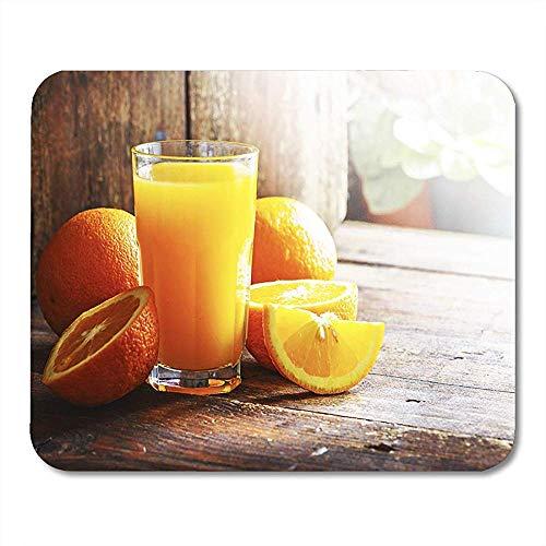 QDAS muis-onderlegger frucht-vers sinaasappelsap op de selectieve focus muisonderlegger van de houten tafel voor notebook-rekenmachine-matten kantoorartikelen