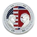 米国のドナルド・トランプ大統領と金正日(キム・ジョンイルン)のコイン・シェイクは、韓国の記念貨幣を手にした金メッキの政治的贈り物 (銀色)
