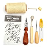 Set Di mano cuciture bene per cucire la pelle, tela o altri progetti di cui avete bisogno Il pacchetto include: 7 pezzi strumento del mestiere a mano brossura cucito in pelle 1X Forbici; 1X Cucito anello ditale; 1X Cuciture punteruolo 1X Aghi cablagg...