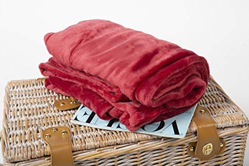 BCASE Manta de Microfibra de Felpa, Suave y Cómoda, 100% Poliéster, 130x160 cm, para Sofá o Cama, Ideal para Protegerse del Frio, En Color Rojo