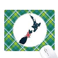 国旗は、国のニュージーランドの島の地図 緑の格子のピクセルゴムのマウスパッド