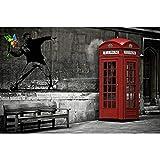 GREAT ART® XXL Poster – Banksy Love Is In The Air – Mural Arte Callejero Estilo Urbano Artista Plantilla, Tirar Flores Graffiti Cartel Foto Y Decoración (140 X 100 Cm)