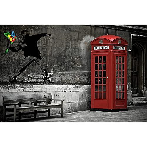 GREAT ART Fototapete – Love is in The Air Banksy – Wandbild Dekoration London Telefonzelle Tapete Blumenwerfer Bild Street Art Bild Wallpaper Foto-Tapete Wandtapete Poster (210 x 140 cm)