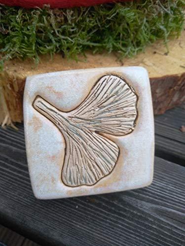 Pflasterstein aus Keramik Ginkgoblatt Handarbeit