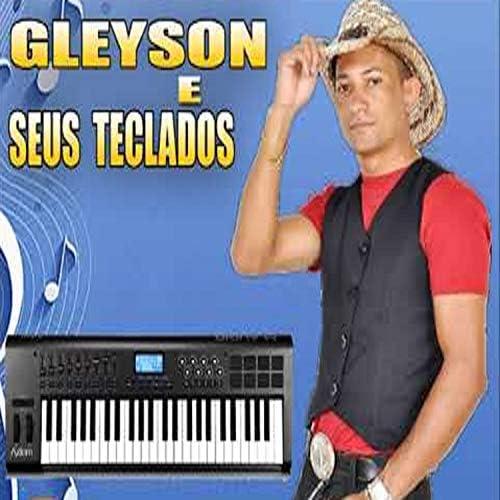 Gleyson e seus teclados