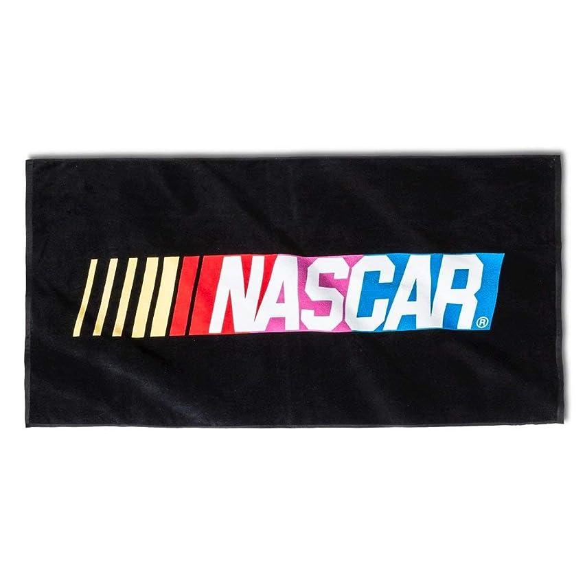 露出度の高い遵守する教NASCARビーチタオル?–?マルチカラー