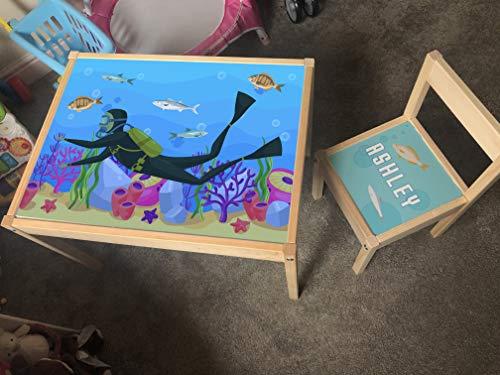 MakeThisMine Mesa infantil personalizada y 4 sillas de madera Ikea LATT con nombre grabado de unicornio, buceo, playa, vacaciones, escritorio, unisex, para niños pequeños, niñas, amigos, familia