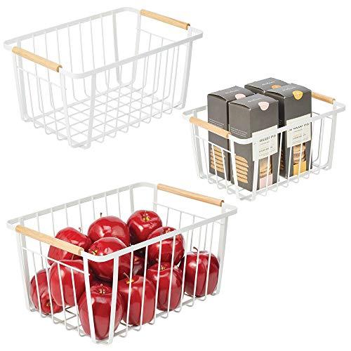 mDesign Juego de 3 cestas organizadoras – Cestas con asas de madera de distinto tamaño para baño, cocina, oficina, etc. – Cestas de metal para guardar objetos del hogar – blanco mate y natural