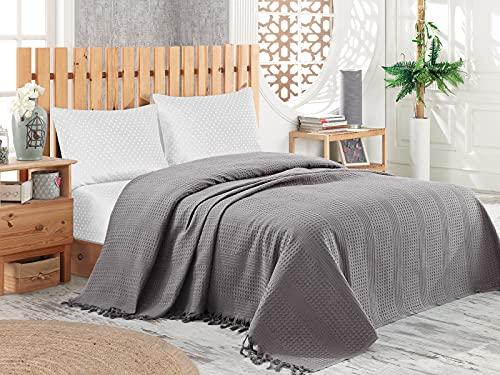 Pique Tagesdecke | Kuscheldecke 220x240 cm | Bettüberwurf mit Fransen | Extra große Wohndecke | Sofadecke 100% Baumwolle | Waffelpique | Grau