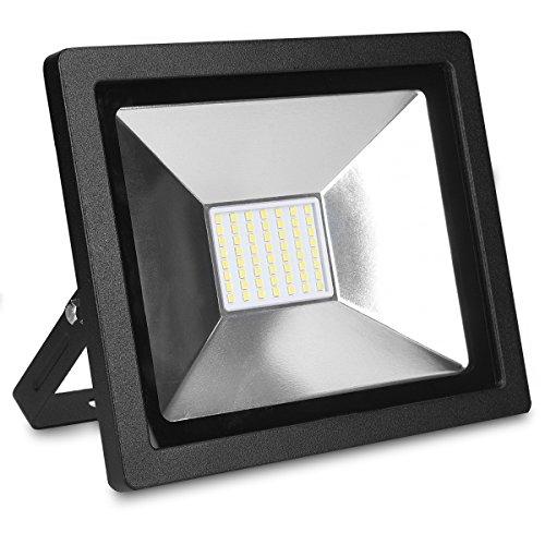kwmobile LED Flutlicht Baustrahler 30W - 2100 Lumen Arbeitsleuchte Strahler mit 3m Netzkabel und Stecker - Baustellen Scheinwerfer Garten LED-Strahler