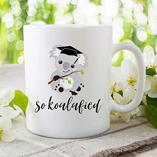 Novedad Taza de cerámica Taza blanca de 11 oz Taza de koala Felicitaciones Felicidades Pun So Koalafied Nuevo trabajo Regalo de graduación Graduado de la universidad Taza de café para graduados de la