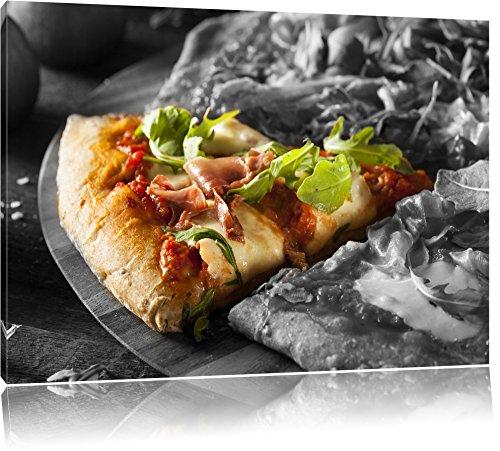 leckere Pizza mit Bacon und Rucola schwarz/weiß Format: 60x40 auf Leinwand, XXL riesige Bilder fertig gerahmt mit Keilrahmen, Kunstdruck auf Wandbild mit Rahmen, günstiger als Gemälde oder Ölbild, kein Poster oder Plakat