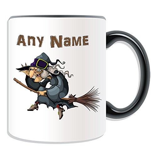 Personalizado regalo–bruja sobre escoba taza (cuento de hadas diseño tema, colores)–cualquier nombre/mensaje en su única, cerámica, negro
