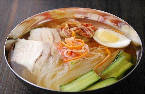 漫画「美味しんぼ」にも登場した名店「まだん」の韓国冷麺2食