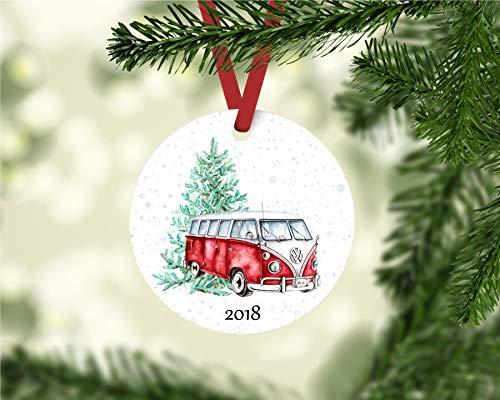 Lplpol Vintage Bus ornamento de Navidad | adorno de autobús rojo | ornamento de Navidad con año | adorno de autobús vintage | Retro Bus | Colgante de cerámica de 3 pulgadas | jij573