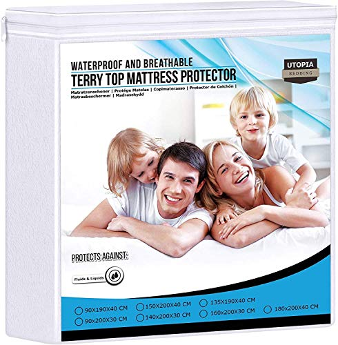 Utopia Bedding Premium 200 gsm 100% Impermeable Protector de Colchón, Funda de Colchón de Rizo de Algodón, Transpirable, Estilo Ajustado Todo Elástico (135 x 190 cm)