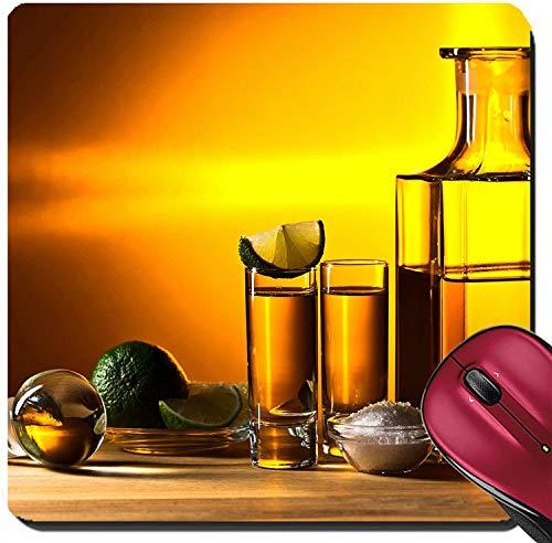 Suqare Mousepad Mauspads / Matte Gold Tequila mit Salz und Limette auf Holztisch