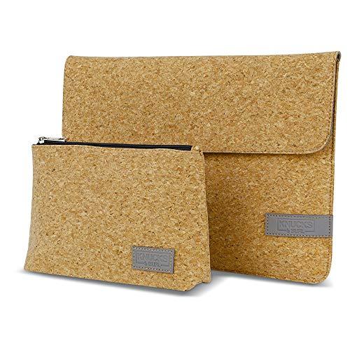 Knucks&Burl Premium Laptop Sleeve Case Notebook Hülle Schutzhülle aus Naturkork 13-13,3 Zoll (MacBook Air, MacBook Pro, Matebook, Surface, Dell XPS, HP Envy) inkl. Tasche für Zubehör (Natur)