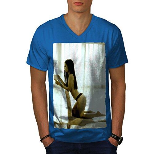 wellcoda Mädchen Heiß Karosserie Beute Sexy MännerV-Ausschnitt T-Shirt Nackt Grafikdesign-T-Stück