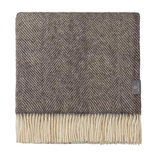 URBANARA 140x220 cm Wolldecke 'Salantai' Grau/Creme — 100prozent Reine skandinavische Wolle — Perfekt als Überwurf, Plaid oder Kuscheldecke für Sofa & Bett — Warme Decke aus Schurwolle mit Fransen