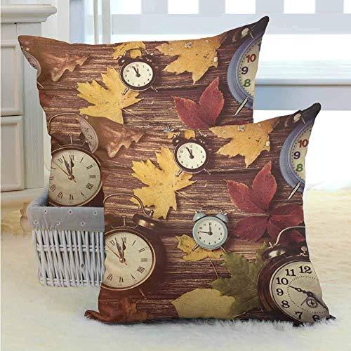 koniqiwa Herbstkissenbezug Verschiedene farbige trockene Ahornblätter und Verschiedene Wecker auf Holzbrettern drucken homeative Wurfkissenetui