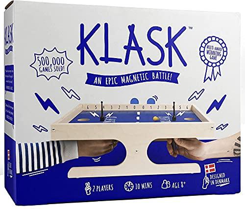 KLASK - Preisgekröntes Geschicklichkeitsspiel für 2 Spieler - Brettspiel für Familie und Erwachsene - Magnetspiel aus Holz - Spiel des Jahres Empfehlungsliste - Schlag den Star - Spiele ab 8 Jahren