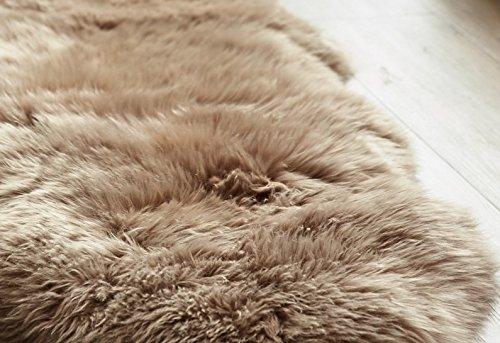 Yukon International großer Schaffell Teppich, ca. 180cm x 110cm cm. Mokka, echte Schafwolle, ökologischer Herstellung, Bettvorleger, Wohnaccessoire