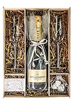 Silver 75cl Moet & Chandon Champagne Gift Set, Hamper with matching Champagne Flutes & Chocolates, Gift Boxed (Metallic Stems)