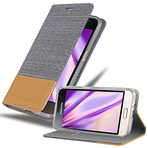 Cadorabo Hülle für Samsung Galaxy J1 2016 (6) - Hülle in HELL GRAU BRAUN – Handyhülle mit Standfunktion & Kartenfach im Stoff Design - Hülle Cover Schutzhülle Etui Tasche Book