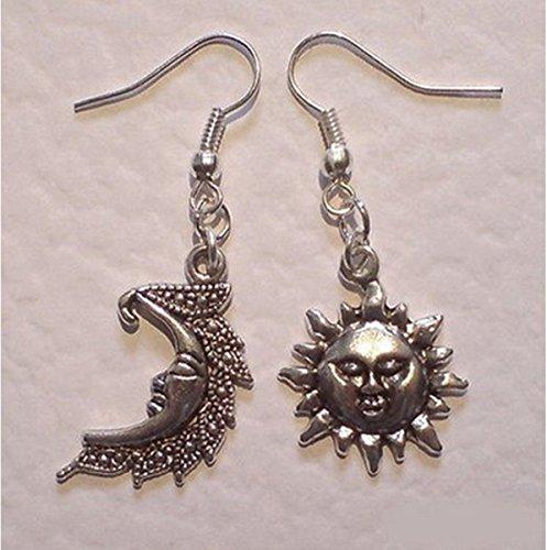 xiaoaosn Pendientes de plata Luna y Sol sin igual Sol y Luna Pendientes celestiales asimétricos Sonriente Luna Happy Sun Pendientes colgantes