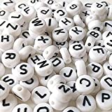 Haobase - Abalorios espaciadores con letras del alfabeto, redondos, de 7 mm (260 unidades), color blanco