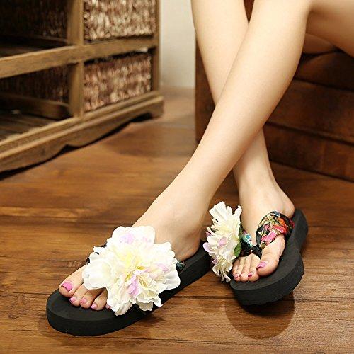 TININNA DIY Fleur Femmes l'été Tongs,Casual Tongs Talons Beach Chaussures Bohemian Perlée T Strap Sandales Flip Flops Slippers Noir Blanc 36